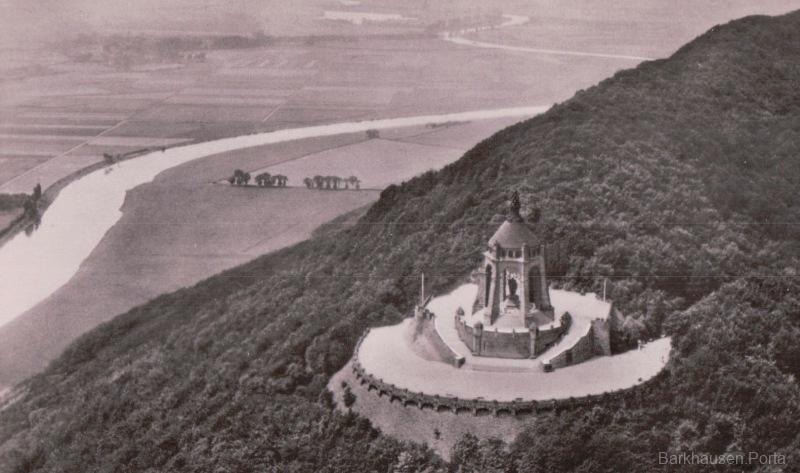 Luftbild des Kaiser-Wilhelm-Denkmal