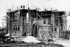 Altes Foto der Baustelle Kirche