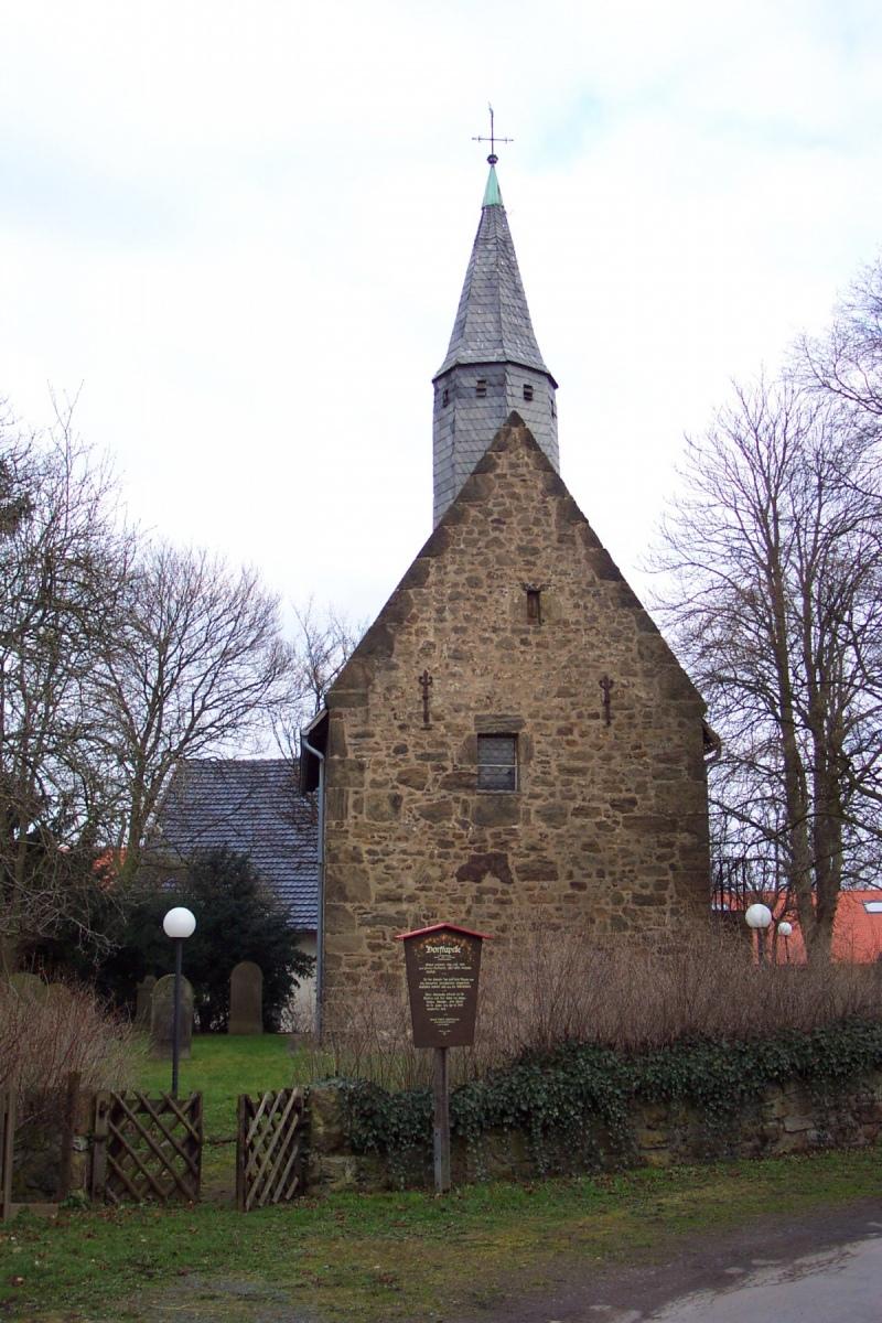 Dorfkapelle im Herbst