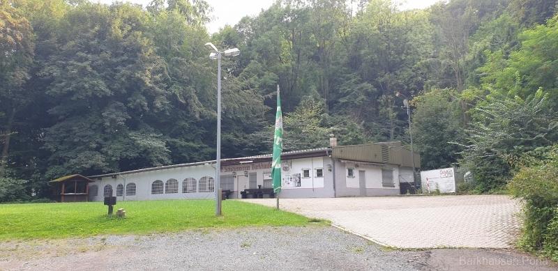 Schützenhaus in Mitte des Waldes